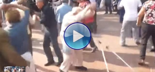 Abuelo de 90 años tiras las muletas para ponerse a bailar. !Flip! Impresionante