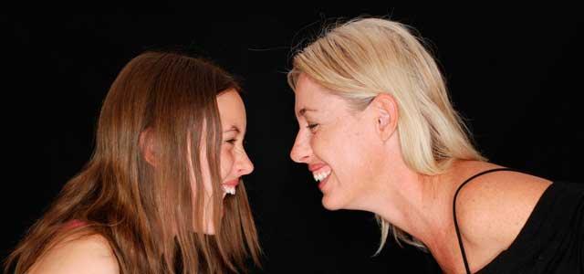 ¿Por qué existen conflictos entre padres e hijos adolescentes?